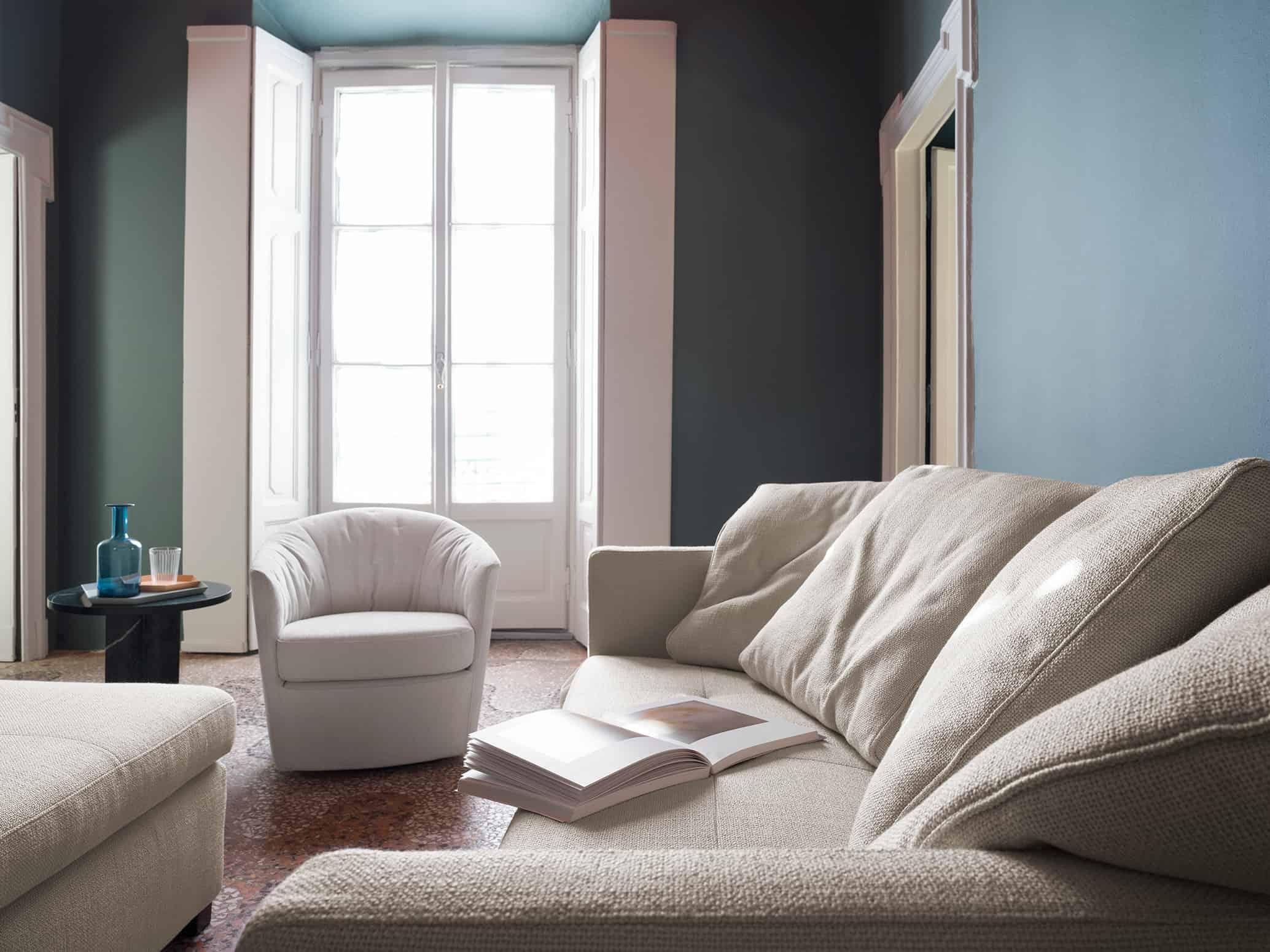 Marco Polo – Soffici schienali sostengono un abbraccio plasmabile (disponibili anche in colorazioni diversificate dalla seduta) – 185×102(217) – Tessuto Diesis Avorio