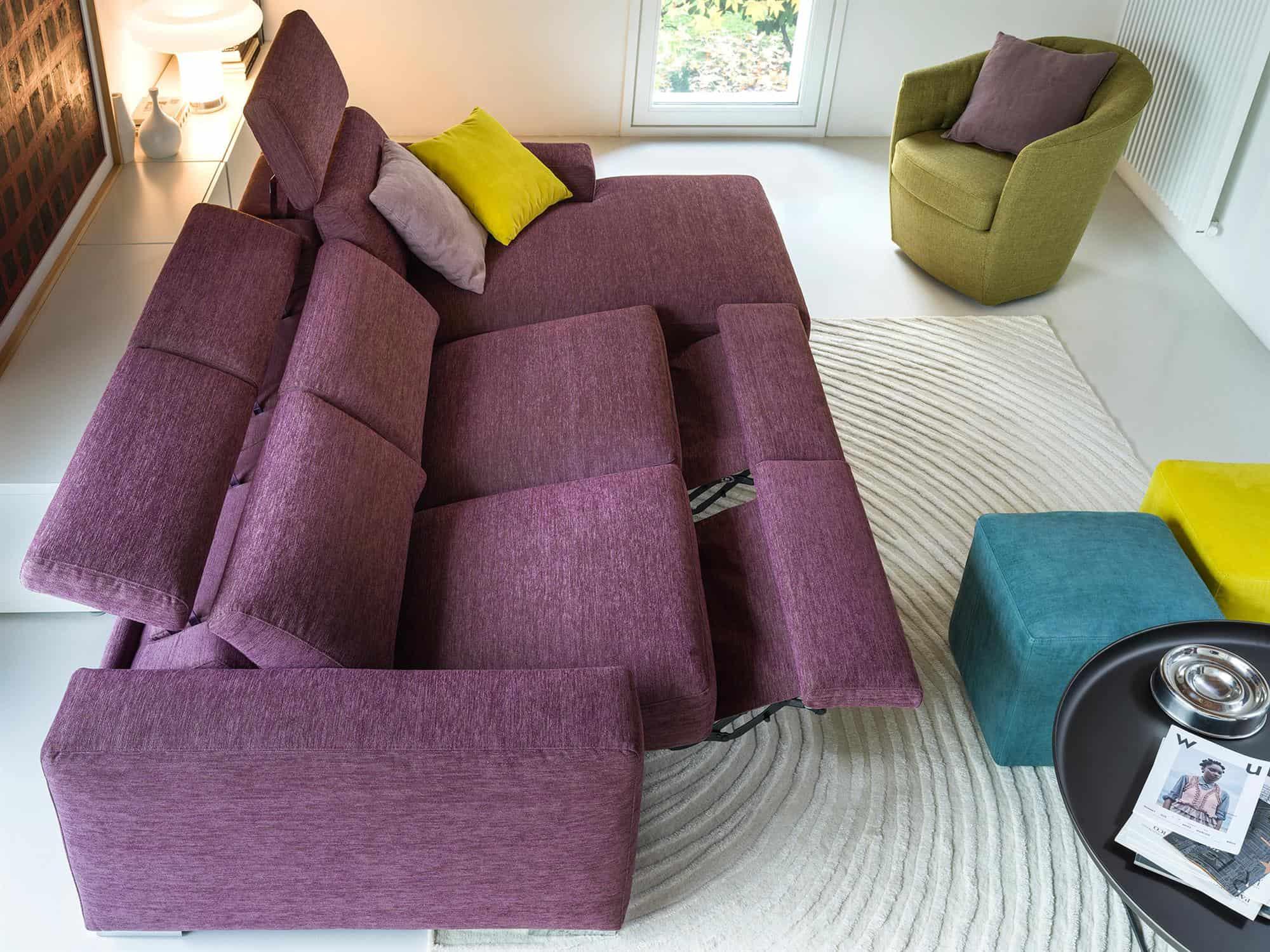 Bellagio small – Elementi con poggiatesta reclinabile manualmente oppure con meccanismo elettrico relax. Costruisci la tua configurazione. Composizione con chaise longue – 264×170 – Tessuto Sintonia Malva