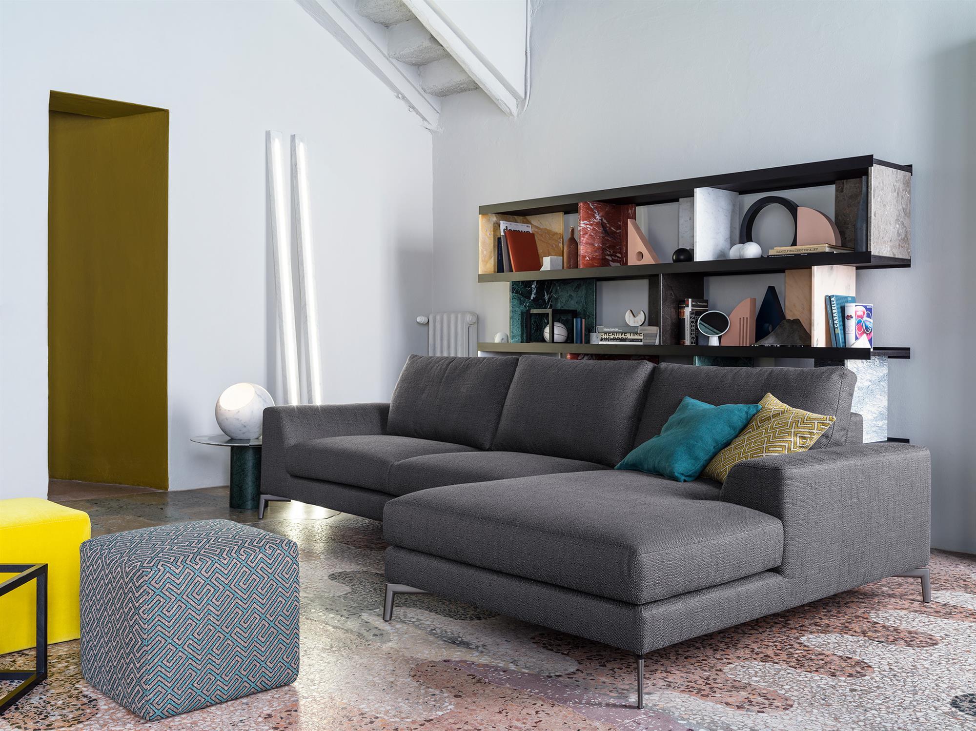 Caruso – Composizione con chaise longue – 277×159 – Tessuto Brio Antracite