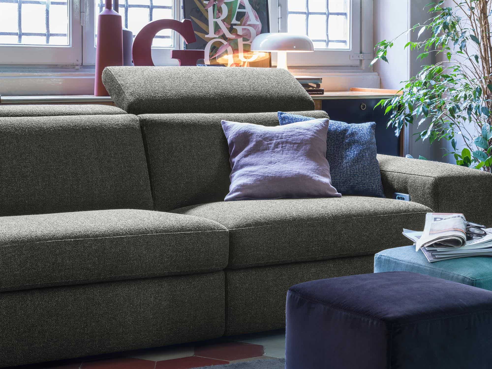 Bellagio large – Geometrie squadrate per un comfort senza tempo – 238×110(160) – Tessuto Pepe Assenzio