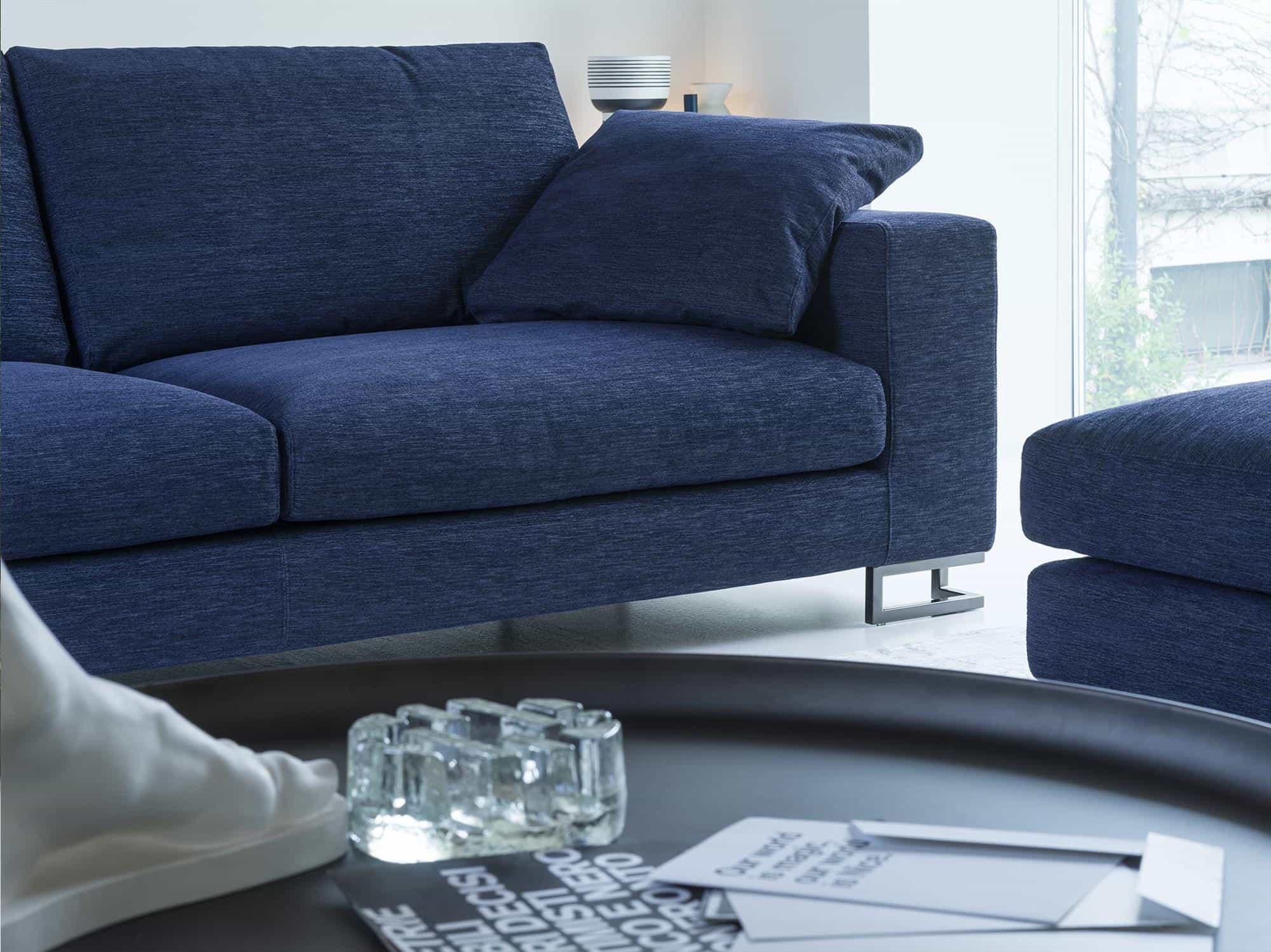 Adriano – A sostegno di un comodo riposo è disponibile il cuscino decorativo 55×55  – Sintonia Blu