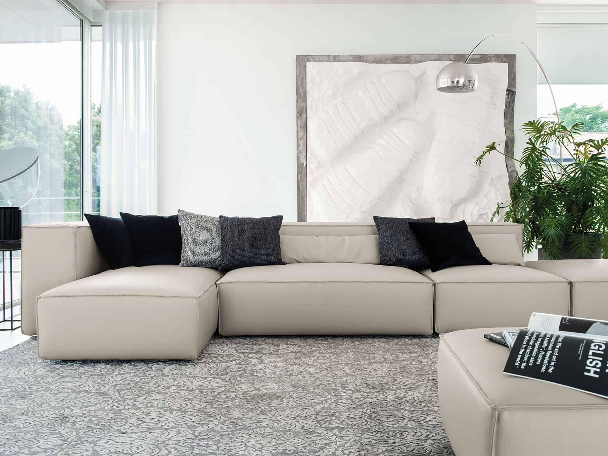 Lido – Sobrio e versatile può essere configurato in base ai tuoi spazi, lasciandoti la libertà di rimodularlo con semplicità – Pelle Venere Nuvola
